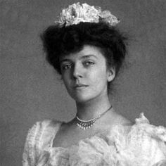 Alice Roosevelt Longworth, née Alice Lee Roosevelt, American socialite and daughter of U. President Theodore Roosevelt, who w. Edith Roosevelt, Roosevelt Family, Alice Roosevelt, Theodore Roosevelt, Princess Alice, Edwardian Era, Women In History, Family History, Portrait Photo