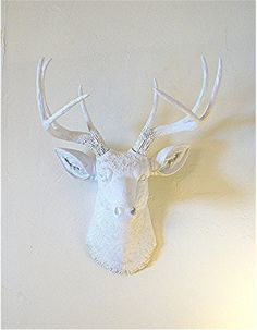 I dk why i love these white antlers. Really want to do something like this. Hubs likes hunting and i dont want real dead things in the house.