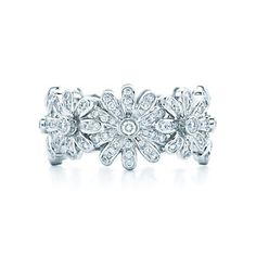 Jean Schlumberger Daisy Ring in platinum with diamonds.