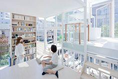 Casa NA se ubica en un barrio de Tokio, ofrece la posibilidad de experimentar lo que significa vivir en un hogar totalmente transparente.