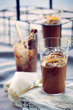 Sitrusliköörillä maustettu suklaamousse // Chocolate Mousse with Cointreau Food & Style Elina Jyväs, Baking Instinct Photo Laura Riihelä www.maku.fi