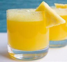 Recept Tweedrank Appel Ananas. Je proeft de verse vitamine in je glas! Het is heerlijk op een warme dag of na een stevige workout. Het ontzettend goed tegen de dorst. En het is heel gemakkelijk en snel te maken.