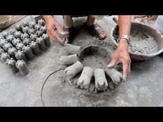 Fun And Ideas Cement at Home – Techniques Build A Pots Cement From Plastic Bottle And Cement - Bottle Crafts Stone Flower Beds, Cement Flower Pots, Cement Garden, Cement Pots, Plastic Spoon Art, Diy Plastic Bottle, Concrete Crafts, Concrete Projects, Concrete Furniture
