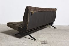 """Iconic Tecno D70 Sofa Daybed Designed by Osvaldo Borsani - it is advertised as with """"original upholstery"""", but it does not look like the upholstery of any other D70 I have seen except mine. Very strange. Mine was in better condition and sold for a lot less (this particular one was priced at €6500)."""