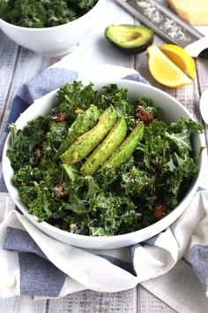 Date and Parmesan Kale Salad. DETOX with this delicious kale salad. Medjool dates roasted pine nuts avocado and parmesan cheese make this a nutrient-packed choice! Clean Eating Dinner, Clean Eating Recipes, Healthy Eating, Cooking Recipes, Healthy Cookie Recipes, Healthy Salad Recipes, Vegetarian Recipes, Kale Salad, Soup And Salad