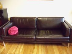 How to remove Oil Stains from Leather Remove Oil Stains, Grease Stains, Leather Furniture, Leather Sofa, Remove All, Laundry Hacks, Natural Cleaning Products, Cleaning Hacks, Furniture Design
