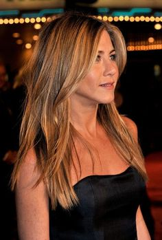 """Actress Jennifer Aniston arrives at the premiere of Century Fox's """"Marley & Me"""" held at the Mann Village Theater on December 2008 in Westwood, California. (Photo by Kevin Winter/Getty Images) *** Local Caption *** Jennifer Aniston Cabelo Jenifer Aniston, Jennifer Aniston Haar, Jennifer Aniston Photos, Jennifer Aniston Hairstyles, Jennifer Aniston Hair Friends, Haircuts For Long Hair, Hairstyles With Bangs, Trendy Hairstyles, Short Haircuts"""