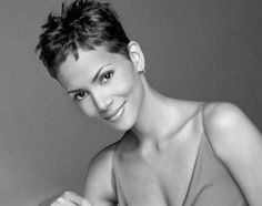 Halle Berry, 46 - 2013 Short Hairstyles for Women - Hair Cuts Styles Trends Halle Berry Hairstyles, Pixie Hairstyles, Trendy Hairstyles, Short Grey Hair, Short Hair Cuts For Women, Short Hairstyles For Women, Sassy Haircuts, Very Short Haircuts, Pixie Cut Kurz