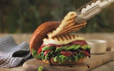 Apetina® Grilling Cheese burger Grilling, Sandwiches, Bbq, Tacos, Health Fitness, Cheese Burger, Ethnic Recipes, Food, Red Peppers