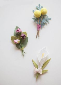 Sewing Fabric Flowers DIY - How to make felt wedding boutonnieres! - In this step by step tutorial we share exactly how to make a lovely felt wedding bouquet including all the flowers! Check it out! Felt Flowers, Diy Flowers, Fabric Flowers, Paper Flowers, Blush Flowers, Felt Diy, Felt Crafts, Fabric Crafts, Diy And Crafts