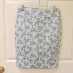 YOU CAN GET A WHOLE OUTFIT HERE FOR UNDER $25, HURRY SHOP TODAY, EVERYTHING 60% OFF.  Ann Taylor Lt/Blue w/Floral Design Straight Skirt Sz. 4 VERY NICE!! #AnnTaylor #StraightPencil