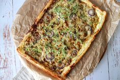 The Best Creamy Mushroom Puff Pastry Tart - By One Kitchen Video Recipes - World Food & Recipes Creamy Mushrooms, Stuffed Mushrooms, Mushroom Tart, Picnic Snacks, Good Food, Yummy Food, Mushroom Recipes, Vegetable Pizza, Quiches