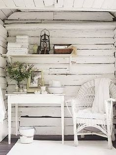 Shabby Chic comes in many forms. From what I like to call Shabby Shabby Chic where every single item of the room is either: chipped, distre. Casas Shabby Chic, Estilo Shabby Chic, Shabby Chic Style, Shabby Chic Decor, Chabby Chic, Rustic Decor, Cottage Chic, White Cottage, Cottage Style