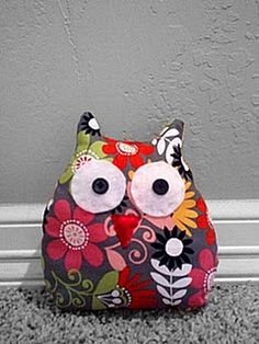 stuffed owl.  includes tutorial.  Possibly a project for the girls?