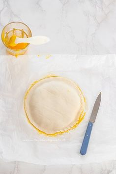 Galette des Rois (Torta dei Re) : la Ricetta originale francese per l'Epifania Plates, Tableware, King Cakes, Licence Plates, Dishes, Dinnerware, Plate, Tablewares, Dish
