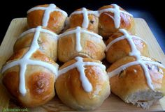 For the Easter Weekend Guyanese Hot Cross Buns. a special Guyanese tradition on Good Friday! Best with a slice of cheese and tea :) Cross Buns Recipe, Bun Recipe, Guyanese Recipes, Great Recipes, Favorite Recipes, Holiday Recipes, Trini Food, Dried Cherries, Dried Cranberries