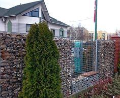 ogrodzenia #gabion.owe wypełnienie kamień i szkło turkusowe >> http://bit.ly/1lxO2MN #ogród #garden #architektura #architecture #fence #backyard #design