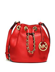 Leather Chain, Soft Leather, Luis Vuitton Shoes, Leather Crossbody, Crossbody Bag, Mk Bags, Purses And Handbags, Bucket Bag, Michael Kors