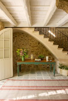 A dug out space under the stair for a table. Barn Renovation, Home Decor Inspiration, House Design, Interior Stairs, Country Cottage, Cute Small Houses, Stone Houses, Cottage Interiors, Rustic House
