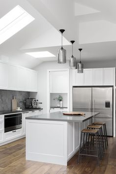 Modern Kitchen Design Bathroom and Kitchen Renovations and Design Melbourne - GIA Renovations Kitchen On A Budget, Diy Kitchen, Kitchen Dining, Kitchen Decor, Kitchen Island Bench, Kitchen Lamps, Kitchen Layouts, Dining Room, Dining Table