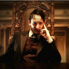 Oswald Cobblepot has a new throne by MayaCobblepot on DeviantArt Gotham Season 2, Penguins, Actors, Fictional Characters, Fandom, Inspirational, Deviantart, Twitter, Pictures