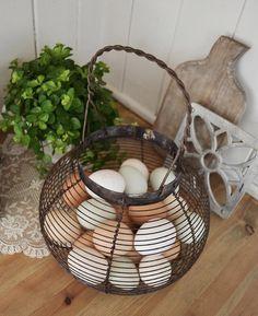 """God morgen  Tørr å påstå at jeg har Risørs fineste egg ferdig """"malt"""" til påske  Vi selger også  by landliglykke"""
