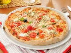 Ingrédients pour Pizza au son d'avoine 2 cuillères à soupe de son d'avoine 4 cuillères à soupe de fromage blanc 1 pincée de sel, 1 blanc d'œuf 1 tomate, 2 ou 3 olives noires 1...