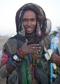 https://flic.kr/p/aLrQcT | Ethiopian tramp in Berbera - Somaliland | A tramp i Berbera, coming from Ethiopia. He spoke like Michael Jackson! I think he was very highhhhh as he even asked for any shilling after the pictures!   © Eric Lafforgue  www.ericlafforgue.com