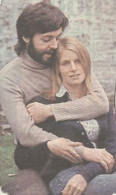 Paul McCartney and his wife Linda Eastman. Beatles Love, Les Beatles, Beatles Photos, Ringo Starr, George Harrison, John Lennon, Paul Mccartney And Wings, Paul Mccartney Beard, Linda Eastman