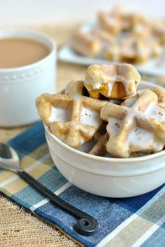 Pumpkin Spice Waffle Bites: bite sized, pop-able breakfast treat!