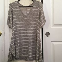 Flowy knitted top In great condition . Flowy knitted top, v neck , 2 small slits on the sides, & cute button detail on sleeves. Perfect for leggings ;) Tops