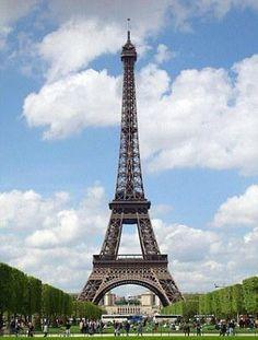 Eiffel Kulesi : 344 milyar sterlin.    Fransa'nın başkenti Paris'e 1889 yılında Dünya Ticaret Fuarı'nın girişi olarak tasarlanan, ancak bugün 7.1 milyon ziyaretçiyle dünyanın en önemli turist merkezlerinden biri haline gelen 324 metrelik kulenin 'fiyatı', imajı, marka değeri ve estetik özellikleriyle belirleniyor.