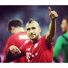 Thumbs up for your performance yesterday @kingarturo23oficial! Thumbs up for reaching the round of the last 16! #UCL #FCBOLY #MiaSanMia #FCBayern