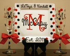 Personalized Porcelain Wedding or Anniversary Plate with 2 Champagne Flutes Cute Crafts, Diy And Crafts, Vinyl Crafts, Craft Gifts, Diy Gifts, Dyi, Inexpensive Gift, Creative Gifts, Homemade Gifts