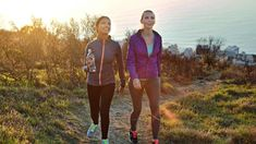 Get the maximum benefits of walking with these tips from the experts at Consumer Reports. Lose weight, lower blood pressure, and reduce stress when you walk this way. Healthy Food List, Healthy Recipes, Diet Recipes, Health Benefits Of Walking, Balanced Diet Plan, Ibs Diet, Sport Fitness, Gym Fitness, Fitness Life