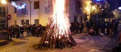 Notte re la Focalenzia nel centro storico di Castelfranci torna il rito deifalò