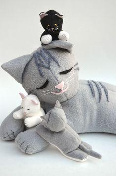 ikat bag:  Cat and Kittens pattern in Homespun