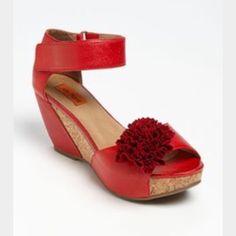 Like new sandals Excellent condition Miz mooz Shoes Sandals