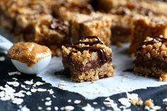 Kaura-suklaakeksit ilman uunia - Suklaapossu Toffee Bars, Granola, Muffin, Cookies, Breakfast, Food, Caramel Bars, Crack Crackers, Morning Coffee
