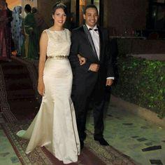 mariage marocain - robe de mariée moderne avec ceinture dorée - blanc -  tapis rouge 235a42d2648