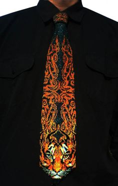 Beadwork by Aleksey Soloviev---A beaded tie! I've been trying to find beaded items that would appeal to guys. Native Beadwork, Native American Beadwork, Loom Beading, Beading Patterns, Custom Jewelry Design, Custom Design, Creation Couture, Beaded Animals, Beading Projects