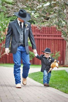 27 Rustic Groom Attire For Country Weddings Rustic groom attire become more and more popular. Waistcoats, suspenders, caps and jeans all combine to achieve rustic groom attire. Country Wedding Groomsmen, Rustic Wedding Attire, Jeans Wedding, Groom And Groomsmen, Country Weddings, Wedding Country, Country Groomsmen Attire, Cowboy Groomsmen, Country Engagement