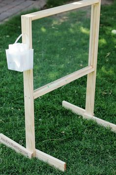 Easel Tutorial & Plans Outdoor Easel Tutorial & Plans: Easy to Clean!Outdoor Easel Tutorial & Plans: Easy to Clean! Kids Outdoor Play, Outdoor Play Spaces, Kids Play Area, Outdoor Learning, Outdoor Fun, Outdoor Games, Outdoor Playset, Outdoor Toys, Preschool Playground