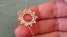 Seed bead jewelry Crystal netted with ~ Seed Bead Tutorials Discovred by : Linda Linebaugh Beaded Necklace Patterns, Seed Bead Patterns, Beading Patterns, Bracelet Patterns, Seed Bead Tutorials, Beading Tutorials, Seed Bead Bracelets, Seed Beads, Beading Techniques