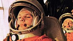 """Genau heute vor 60 Jahren, fliegt Juri Gagarin als erster Mensch ins All. Dies war nicht nur ein historischer Erfolg für die sowjetische Raumfahrt, sondern für die ganze Menschheit. Die russische Weltraumagentur """"Roskosmos"""" ehrt dieses Ereignis, indem sie die Sojus-Kapsel, die am Freitag drei Raumfahrer zur ISS gebracht hat, mit dem Namen """"Juri Gagarin"""" getauft hat. #heise #all #raumfahrt #iss"""