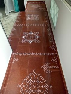 Inexpensive Home Decorating Ideas Rangoli Designs Flower, Rangoli Border Designs, Small Rangoli Design, Colorful Rangoli Designs, Rangoli Designs Images, Beautiful Rangoli Designs, Temple Design For Home, Indian Home Design, Indian Home Interior