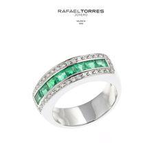 ¿Sabías que la esmeralda es la piedra natal para mayo y sirve para conmemorar el 20º y 35º aniversario de boda? ¡Un regalo perfecto!  #esmeralda #aniversario #detalles