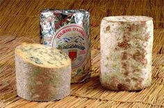 Fourme d'Ambert - Francia Cow Cheese, Queso Cheese, Cheese Design, French Cheese, Charcuterie, Pain, Deli, Stuffed Mushrooms, Food And Drink