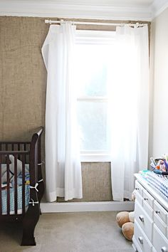 Burlap Wall~cover/wallpaper Duh how cute! How to cover wallpaper! Cover Wallpaper, Home And Living, Burlap Wall, Burlap Wallpaper, Diy Home Decor, Home Diy, Home Decor, New Room, Home Projects