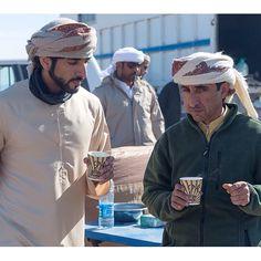 Hamdan MRM y su tío Saeed MJM con su porción de sopa, Uzbekistán (12/10/2013)